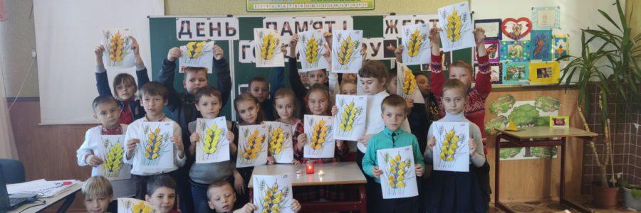 Учні вшанували пам'ять загиблих від Голодомору
